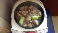 鲜嫩的羊肉粉丝锅的做法图解三