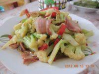 营养丰富的腊肉炒花菜