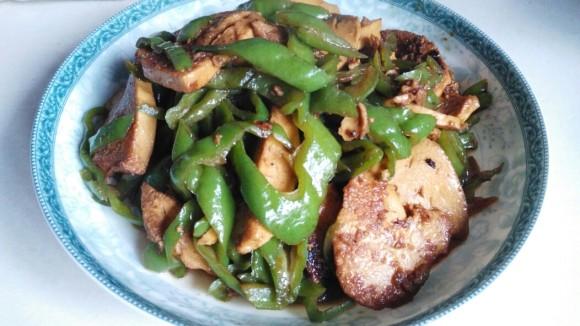 珍馐美味的青椒炒素鸡