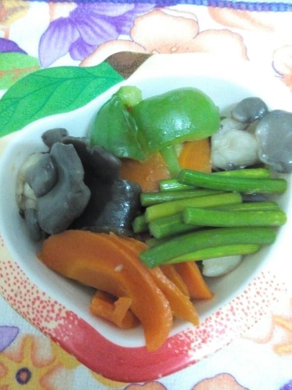 清炒袖珍菇