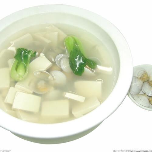 鲜美的河三鲜豆腐汤