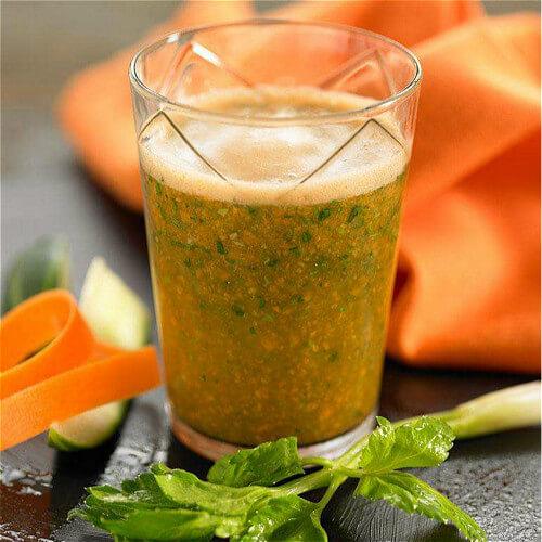 美味鲜榨蜂蜜苦瓜芹菜汁