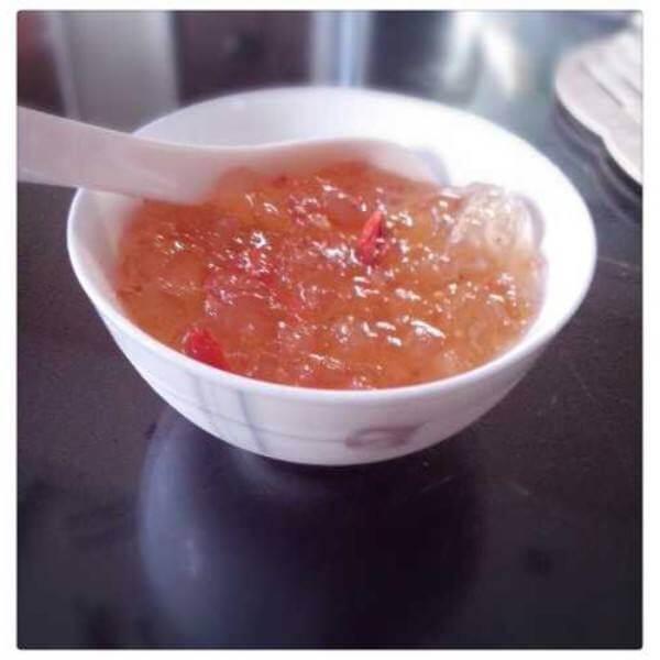清甜桃子枸杞银耳汤