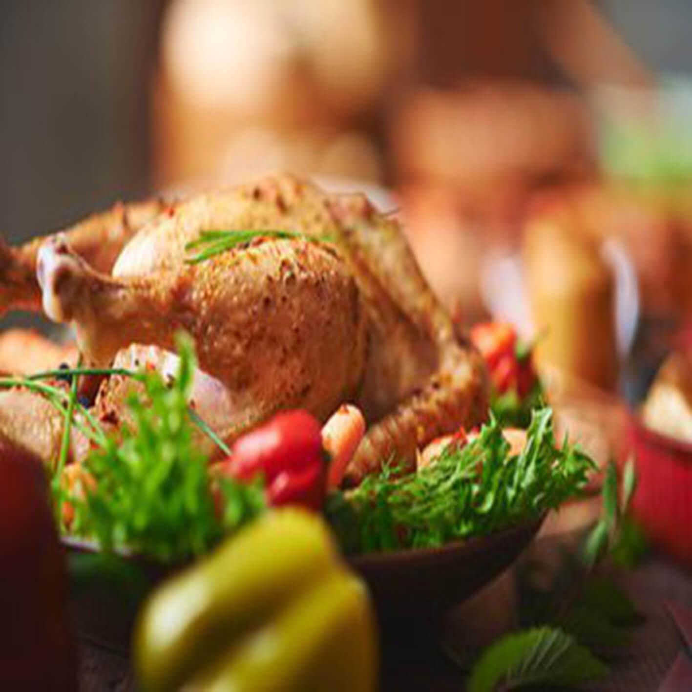 美味夏日蔬菜烤鸡