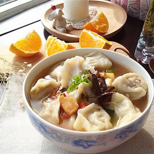 好喝的酸辣酸菜饺子汤