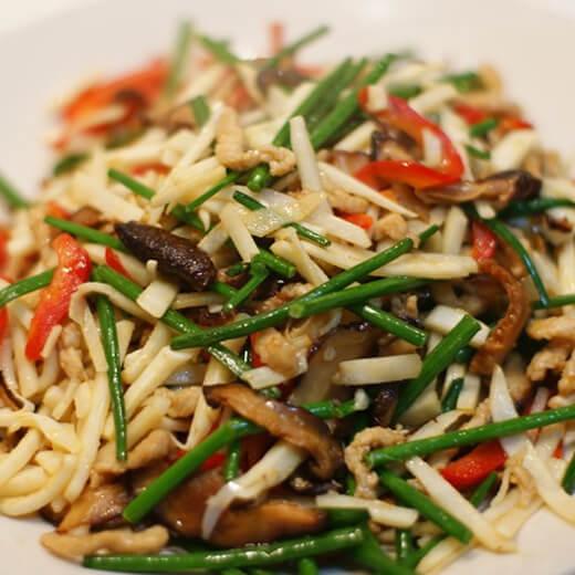 美味的胡蘿卜竹筍炒肉絲