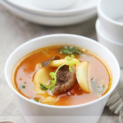 鲜香番茄土豆片煮牛肉