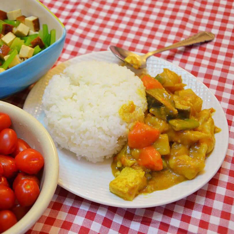 美味的咖喱虾仁焖米饭