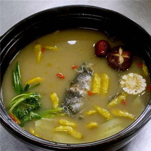 滋补清炖萝卜鲤鱼汤
