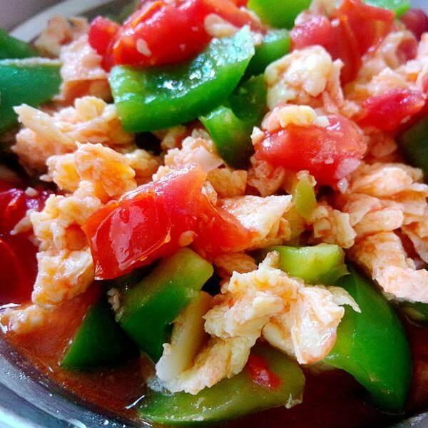 美味营养鸡蛋辣椒炒西红柿