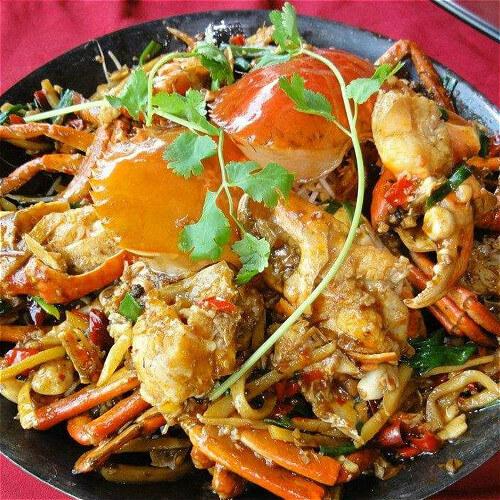 家常油豆腐金針菇煮螃蟹