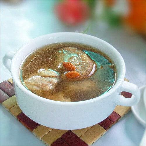 鲜美的萝卜蘑菇排骨汤