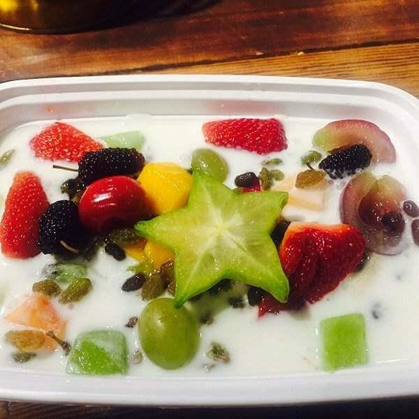 好吃的草莓酸奶水果捞
