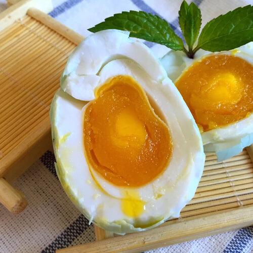 咸香的自制五香咸鸭蛋