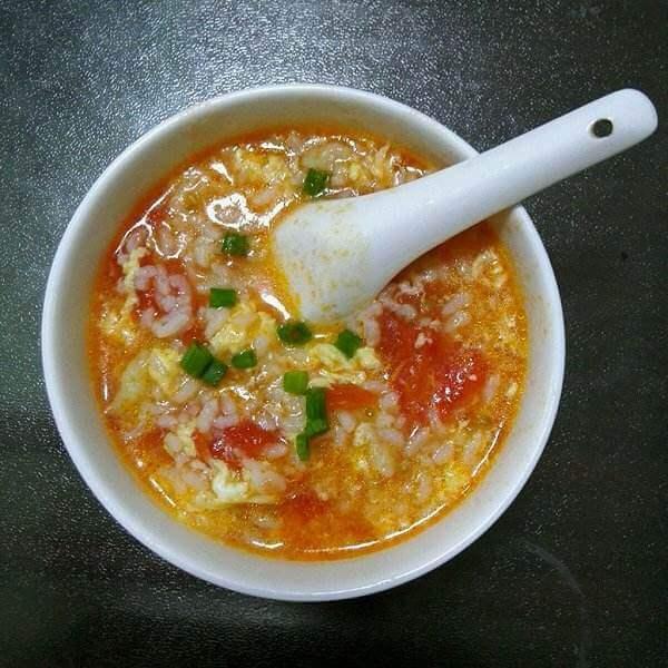 家常鸡蛋番茄煮青菜面