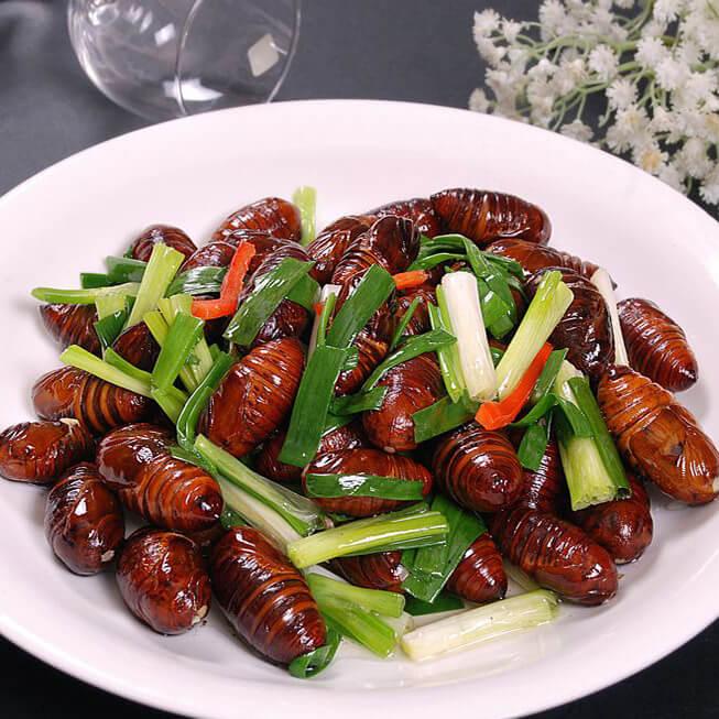 美味的脆炒蚕蛹