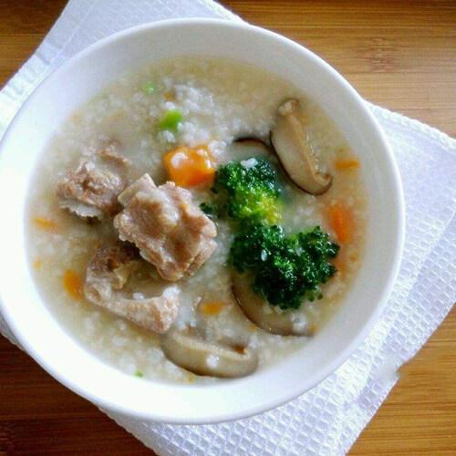 美味的排骨小米粥