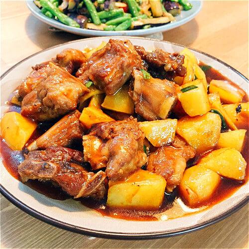 美味酱香炖大骨土豆