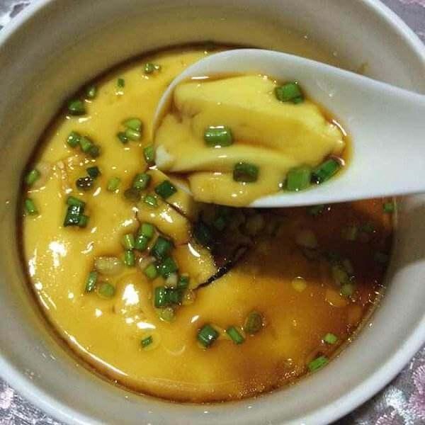 美味诱人的蛤蜊汤蒸鸡蛋羹