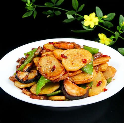 美味的香菇豆泡炒土豆片