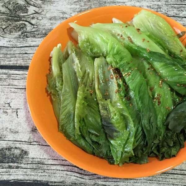 美味的蠔油木耳拌生菜