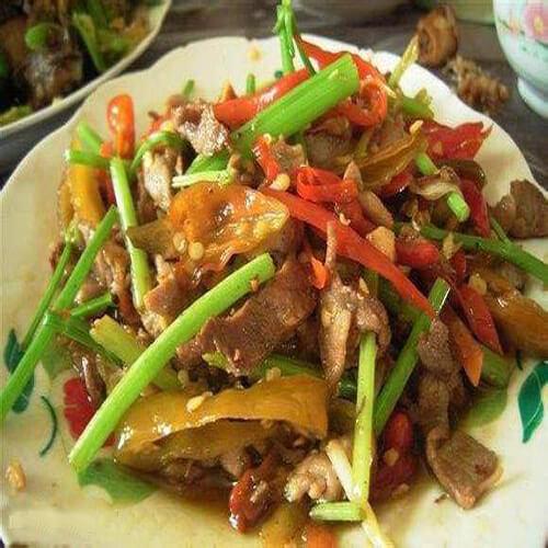 美味的蒜苗腊肉炒腐竹