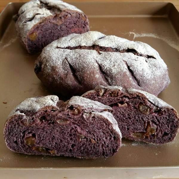 营养的黑米果酱面包
