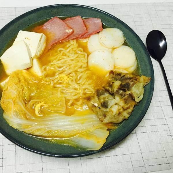 美味的金枪鱼辣白菜汤饭