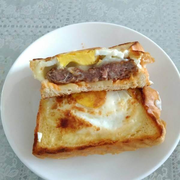 美味的吐司牛排香菇披萨