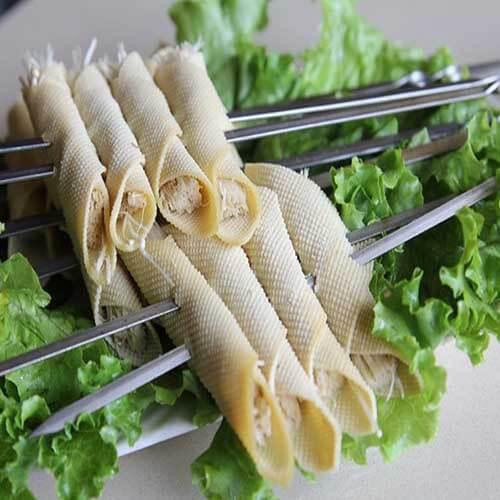 美味的金針菇干豆腐卷