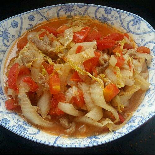 美味的西红柿卷心菜