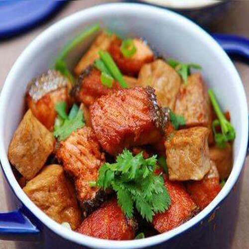 美味的三文魚排燉黃豆
