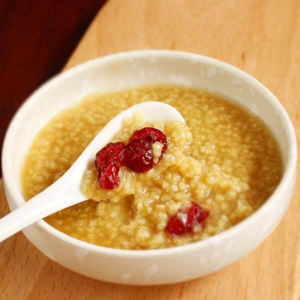 清香可口的小米藜麦粥