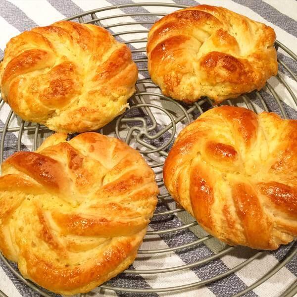 自制椰蓉花朵造型面包