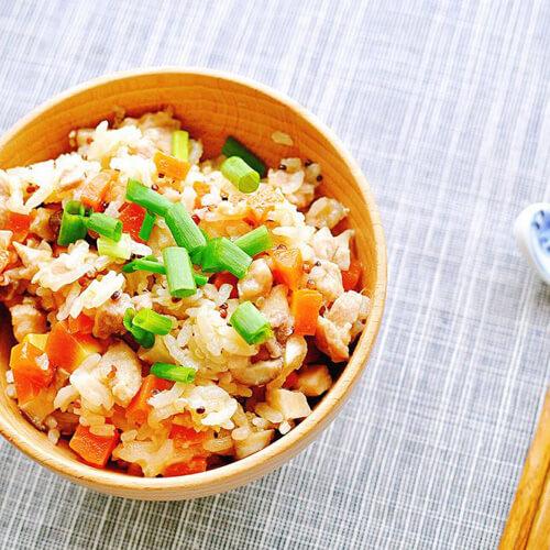 美味土豆肉末火腿燜飯