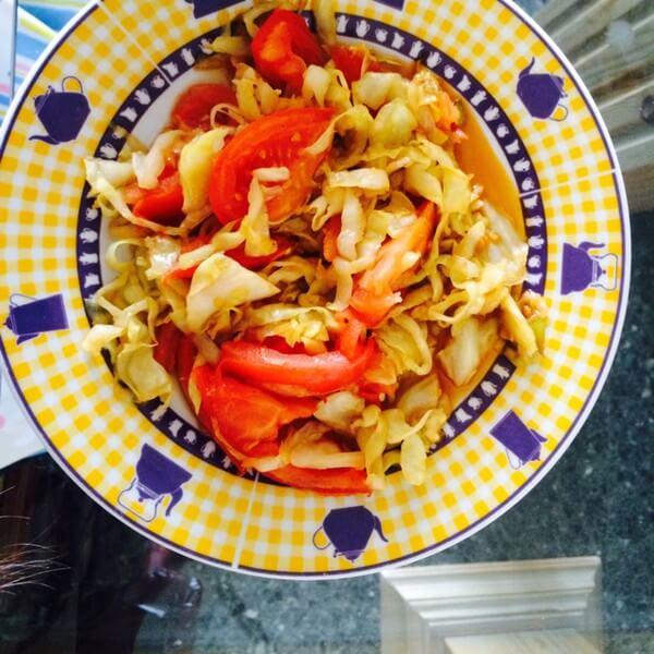 美味的小番茄炒圆白菜
