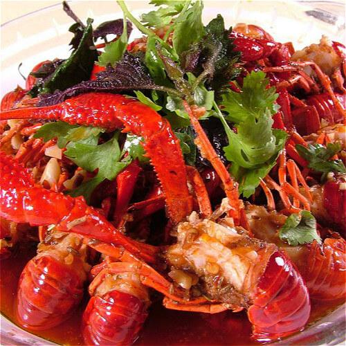 家常自制美味酸辣龙虾