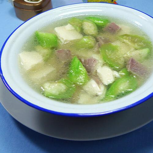 美味的咸瘦肉丝瓜豆腐汤