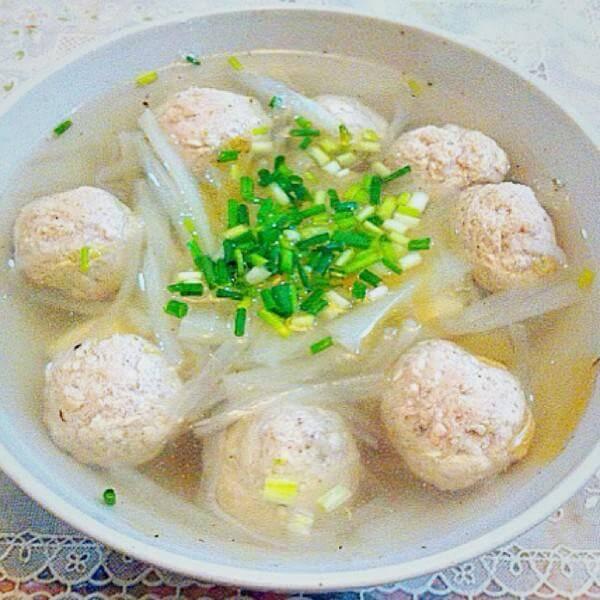 好喝的白菜蘑菇豆腐丸子汤