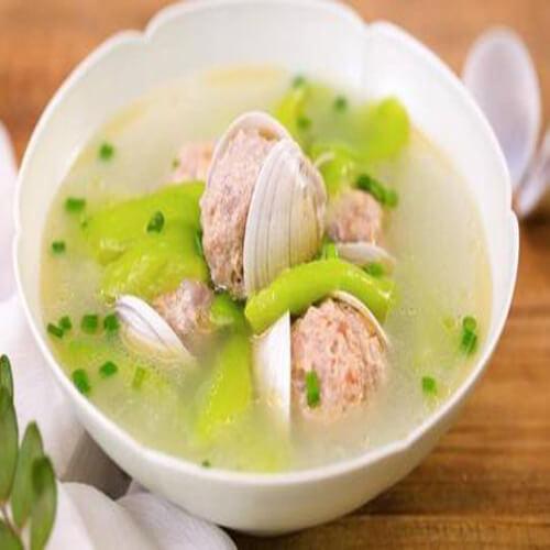 肉丸丝瓜煮面汤