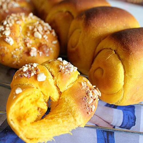 甜蜜的南瓜花式面包