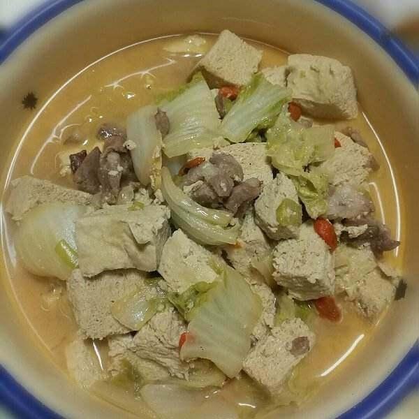 美味的农家猪肉炖冻豆腐