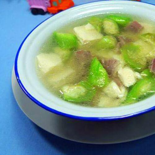 鲜美的咸瘦肉丝瓜豆腐汤