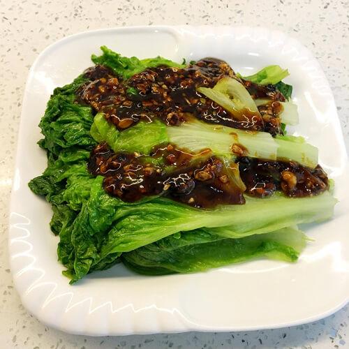 美味蠔油澆蒜蓉圓生菜