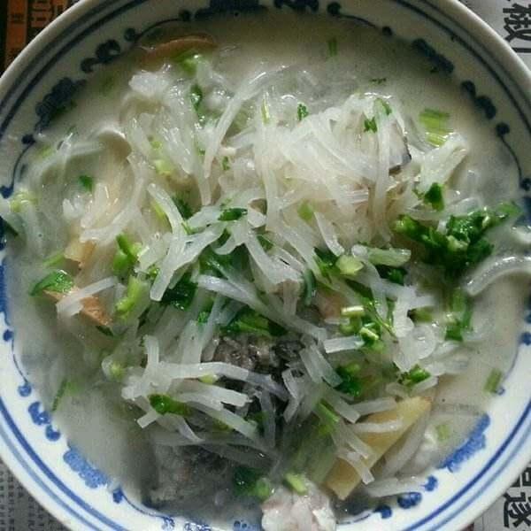营养清炖萝卜鲤鱼汤