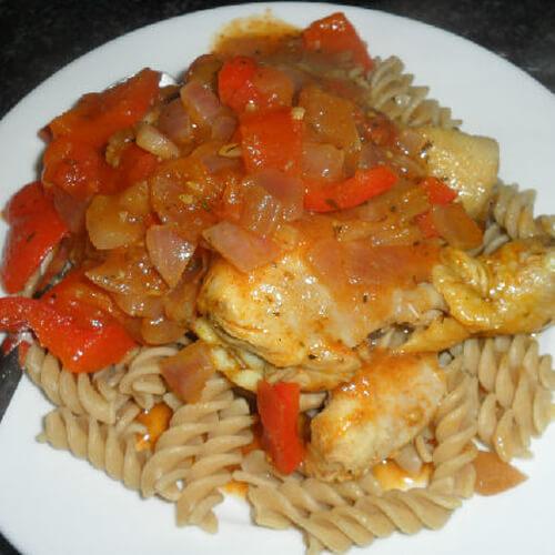 美味的番茄烩鸡肉