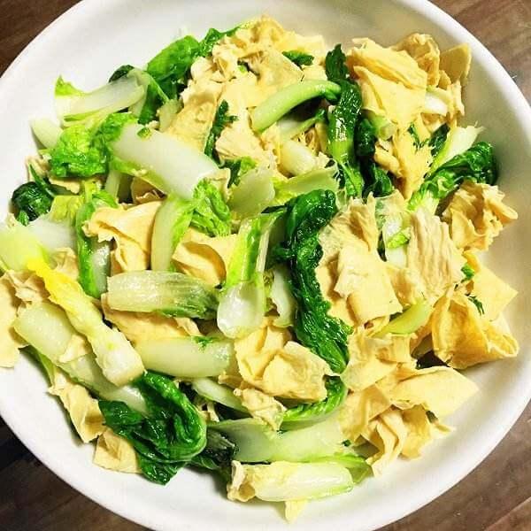 下饭的泡椒油皮菜
