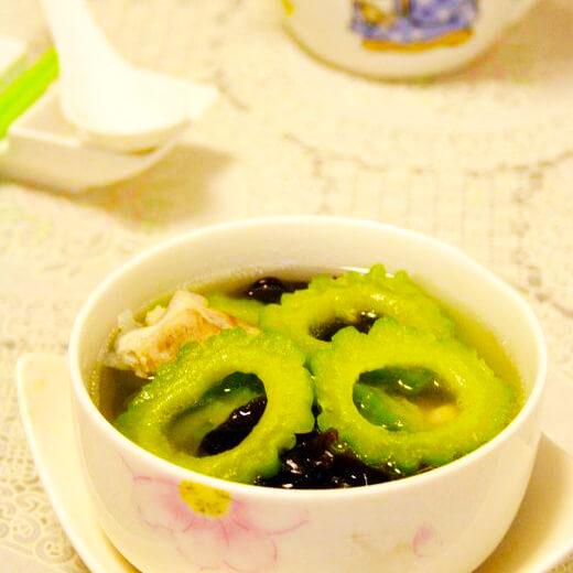美味的凉瓜木耳排骨汤