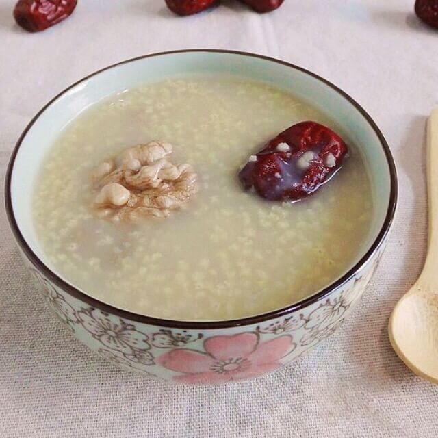 营养的红枣核桃小米粥
