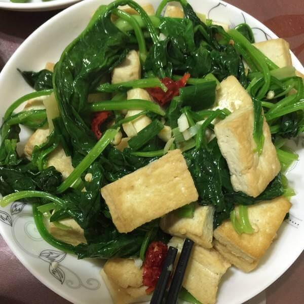 汤美菜香的菠菜烩豆腐